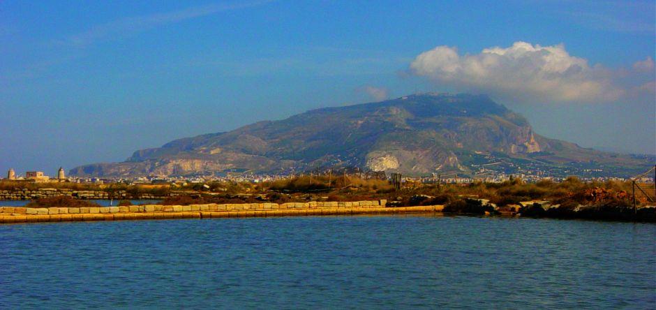 Monte Erice visto dalle Saline